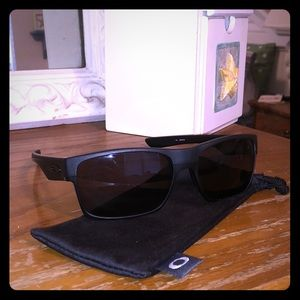 Matte blacks Oakley sunnies!!!!